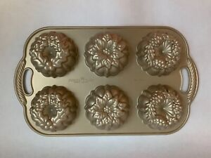 Nordic Ware Heavy Weight Cast Aluminum Bake Pan Holiday Wreathlettes Gold New