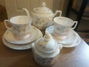 COLLECTABLE QUEEN'S FRANCINE FINE BONE CHINA TEA SET FOR 2