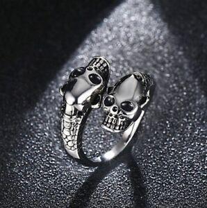 anello in acciaio con 2 teschi