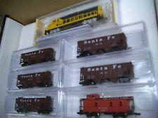 N Scale Santa Fe Coal Train Set 5 Hopper Cars, Gp 40 Locomotive Nnd 009