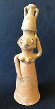 Statuette de femme à la cruche superbe terre cuite ethnique non identifiée ?