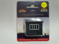 Bachmann Scenecraft 44-558 Corrugated Metal Shed OO scale