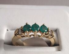 10K Yellow Gold Emerald Ring 3 Stone Rounds Prong Set Baguette Diamonds Green