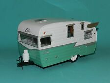Greenlight Coll. 1/24 Shasta 15' Airflyte Caravan White/Green MiB