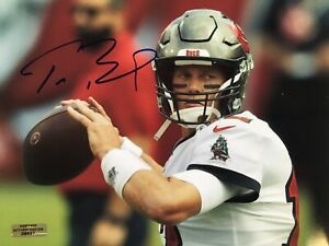 Tom Brady autographed 8 x 10 Tampa Bay Buccaneers game day photo COA