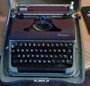 Vintage 1957 Olympia SM3 Deluxe Portable Typewriter w/Case Burgundy Maroon NICE