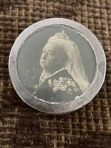 SUPERB ANTIQUE ROYAL TAPE MEASURE SEWING BOX QUEEN VICTORIA 1901