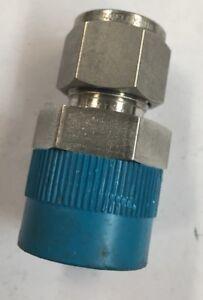 "1 SS-810-1-12 Swagelok Instrument Tubing Fitting 1/2"" Tube x 3/4"" NPT Pipe"