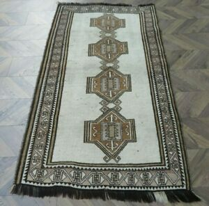 A SENSATIONAL OLD HANDMADE TRADITIONAL ORIENTAL WOOL ON WOOL RUG (198 x 115 cm)