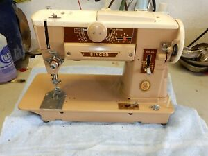 Vintage Singer 401A Sewing Machine  GOOD Condition,MANUAL