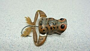 VINTAGE ANTIQUE FISHING LURE GREAT COLORS FROG ONE HOOK