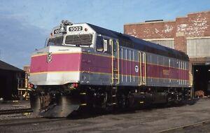 MBTA F40PH - Number - 1002 FRESH - ORIG KR - rals512