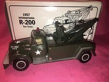 FIRST GEAR 1957 INTERNATIONAL R-200 Tow Truck 1993 USA - NEW OLD STOCK