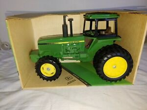 1980's ERTL John Deere MFWD Row-Crop 1/16 Tractor No. 584-8241, NIB (JD6)