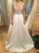 jovani gown size 2 Runs large. Fits like a size 4