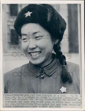 1972 Press Photo Pretty Smiling Nu Yi Ling Soldier 1970s China