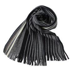 Klassischer Strickschal aus 100% Merinowolle mit Fransen -- grau gestreift