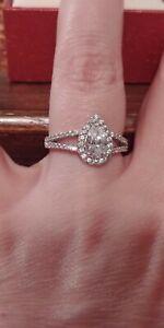 Swarovski Zirconia ring, pear shaped. Split shank design