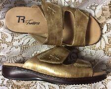 TR by Trotters Metallic Gold Croc Faux Patent Leather Slide/Sandal Size 8W MINT!