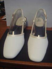 Woman's 8.5M  White Judith Vanilla Devill Life Stride Shoes