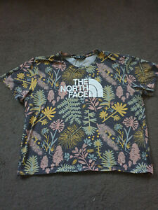 Beautiful Women's THE NORTH FACE Flowers T-Shirt. Size L