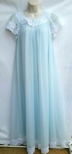 Shadowline Size Small Robe and Gown Peignoir Set Light Sea Green Nylon Lace