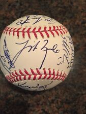 2011 Chicago Cubs autographed / signed team baseball
