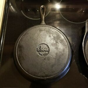 """LODGE 8SK 1970's heavily seasoned 9"""" cooking surface CAST IRON  SKILLET"""