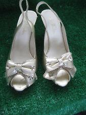 JANE SHILTON Gold Leather Sling Back Peep Toe 3'' Heels Bow Feature Front Sz 5.5