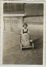 PHOTO ANCIENNE - VINTAGE SNAPSHOT - VOITURE À PÉDALES JOUET ENFANT - TOY CAR