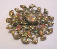 Pretty gold tone metal vintage brooch floral design approx 2 ins wide