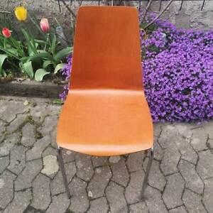 A³ Amat Muebles Para Colectivades Stuhl in Orange