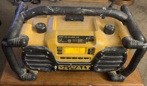 Dewalt DC012 Work Site Charger / Radio 7.2Vv - 18V NiCd/NiMH/Li-Ion AM/FM Aux