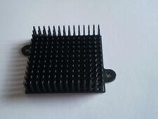 ALU Kühlkörper 45x42 mm Stiftkühlkörper 45 x 42 x 12 mm schwarz mit Laschen NEU