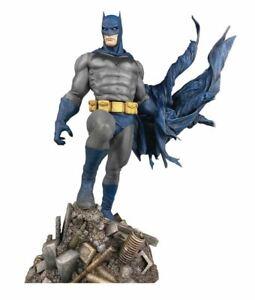 Diamond Select Toys DC Gallery Batman Defiant 9 Inch Statue