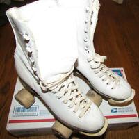 VINTAGE CHICAGO ROLLER SKATE CO. Betty Skates Women Sz 5 Wooden WHEELS ROLL! VTG