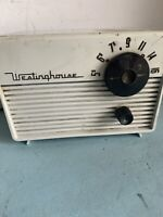 vintage Westinghouse  1955 Art Deco mini 4-tube table radio model H648T4 white