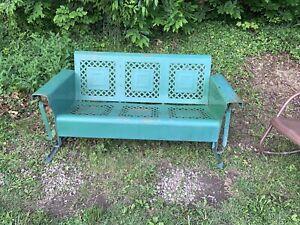 VINTAGE 1940-50 LATTICE BUNTING METAL THREE SEAT PORCH PATIO GLIDER OHWV/PA Area