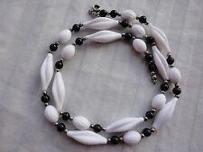 "resin 25"" 19 gram deco necklace Vintage silver-plated balls carved white black"