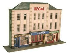 Metcalfe PO206 Low-Relief Cinema & Shops - OO Railway Model Kit