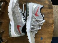NIKE AIR MAX INVIGOR MEN'S RUNNING SNEAKERS SIZE 7.5 WOLF GREY/RED