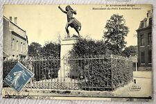 """CPA """" AVESNES SUR HELP - Monument du Petit Tambour Sthrau"""