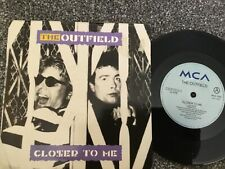 VINYL RECORD SINGLE VINTAGE RETRO 45 OUTFIELD CLOSER TO ME STRANGER TOWN PICTURE