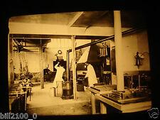 photo ancienne . plaque de verre positif . industrie. école du travail du fer