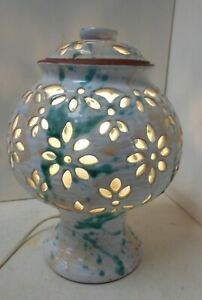Clay Pot White, Green/Peach Patterned Table Lamp works not tested E8