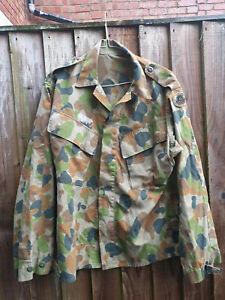 AUSTRALIA AUSCAM DPCU / OZCAM ARMY BADGED SHIRT 38 CHEST
