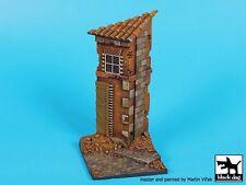 Black Dog 1/35 House Corner Section Europe WWII Vignette Base (80 x 80mm) D35081
