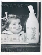 1947 Cute Girl Watches Frozen Borden's Milk Come Out of Bottle Press Photo