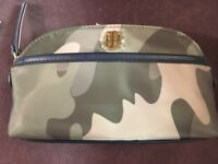 TOMMY HILFIGER Cosmetic Bag Pouch CAMO New!