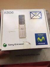 Sony Ericsson R306. Color Blanco. Nuevo a estrenar. En caja con accesorios.
